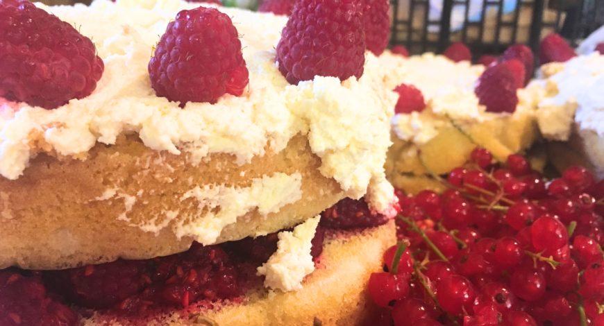 Raspberry & Strawvberry Cake
